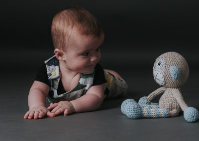 Rutland photography Studio fmily with teddy-1111