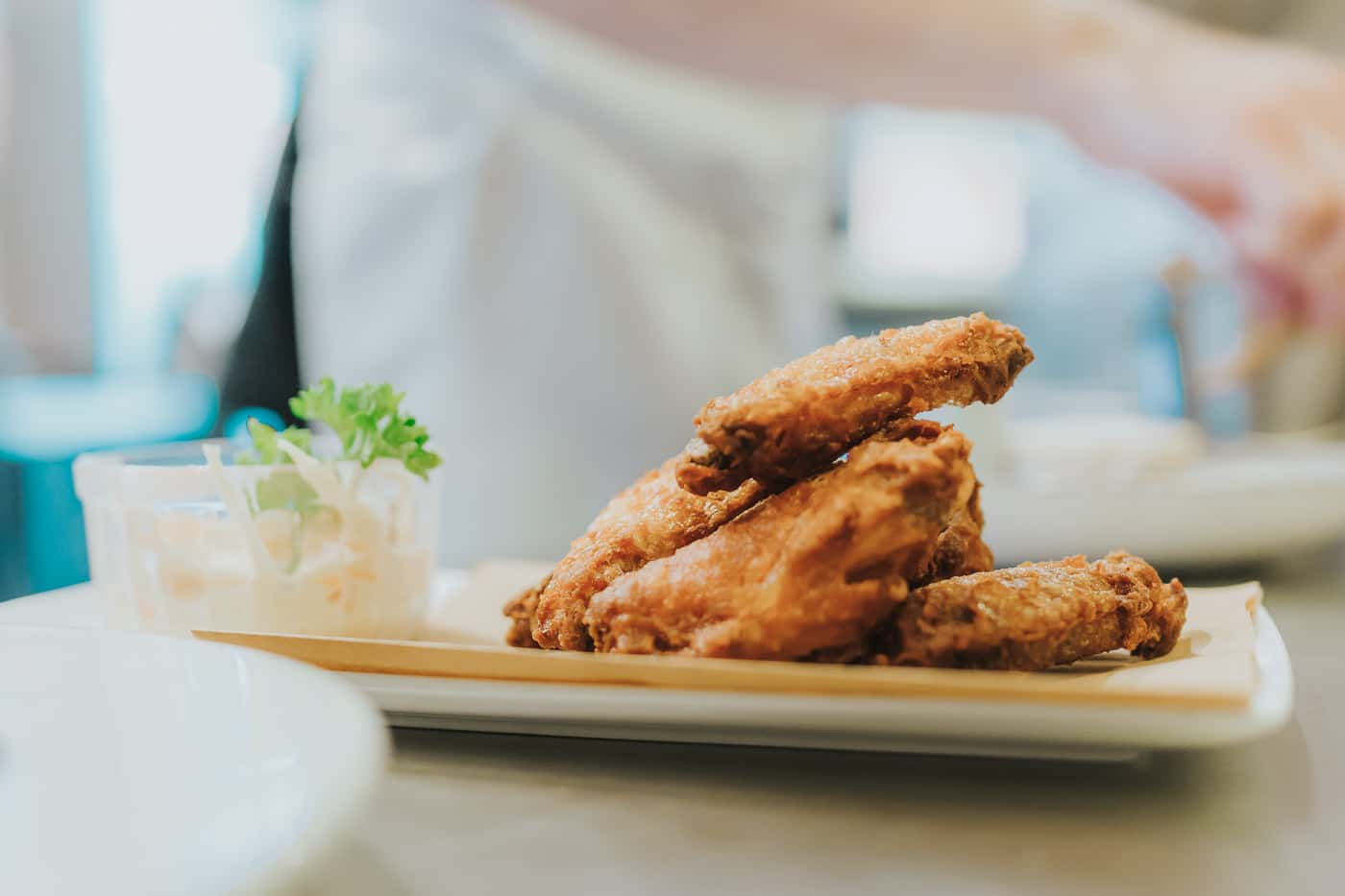 Deepfried chicken wings on a plate ready to be served